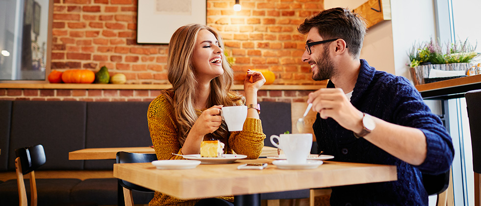A couple in a café on a first date