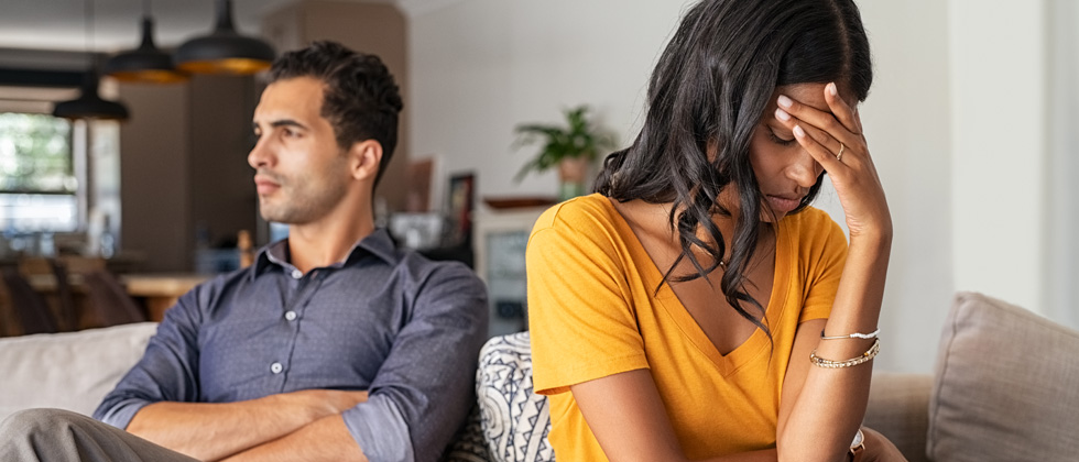 Woman turned away from man as symbol of emotionally unavailable woman
