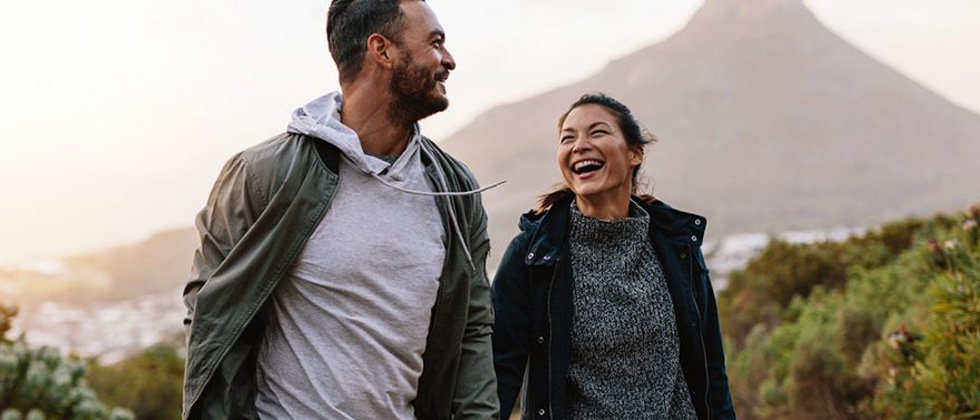 Woman smiles at man - she wants to make him fall in love
